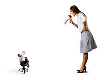 妇女尖叫对小被震惊的人 免版税库存图片