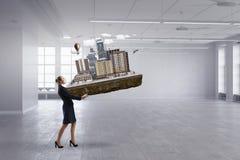 妇女工程师和她的项目 混合画法 免版税库存照片