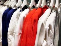 妇女布料商店 免版税图库摄影