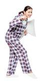 妇女平静地去睡,运载闹钟和枕头 免版税库存图片