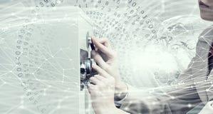 妇女开放保险柜 混合画法 免版税库存照片