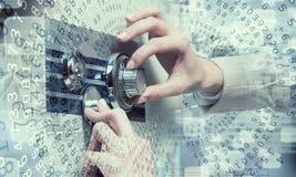 妇女开放保险柜 免版税库存照片