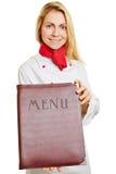 妇女当厨师提供的菜单 免版税库存照片