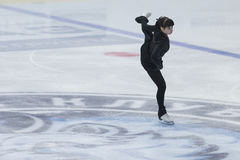 妇女形象溜冰者执行夫人自由滑冰的节目在冰星国际花样滑冰竞争 库存图片