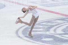 妇女形象溜冰者执行夫人自由滑冰的节目在冰星国际花样滑冰竞争 免版税库存照片