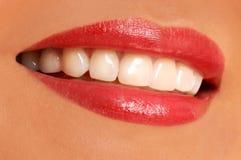 妇女微笑。白色牙。 免版税库存图片