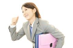 妇女微笑愉快 免版税库存图片