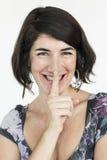 妇女微笑的幸福秘密嘘画象概念 免版税库存照片