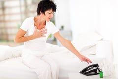 妇女心脏病发作 免版税库存照片