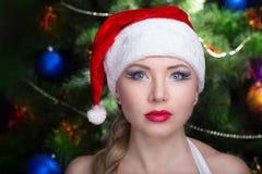 妇女性感的圣诞老人 图库摄影