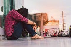 妇女悲伤 免版税库存图片