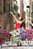 妇女愉快在浪漫威尼斯,意大利 免版税图库摄影