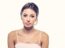 妇女愉快的年轻美丽的演播室画象 库存图片
