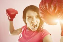 妇女战斗概念 免版税库存照片