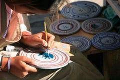 妇女手工造欧鲁普雷图米纳斯吉拉斯州巴西 免版税图库摄影