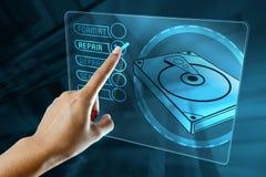 妇女手指选择修理一个硬盘的选择 免版税库存照片