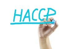 妇女手HACCP概念(重要控制点危险分析的文字意思)在白色背景 免版税库存照片