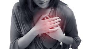 妇女抓住她的胸口,剧痛可能的心脏病发作 免版税库存图片