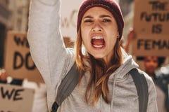 妇女抗议为他们的援权 免版税库存照片