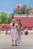 妇女拍摄在晴朗的天安门广场的,北京,中国 免版税库存图片