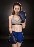 妇女拳击手 免版税库存照片