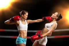 妇女拳击 免版税库存照片