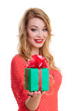 妇女拿着一个礼物盒 库存图片