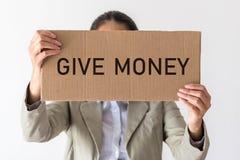 妇女拿着与题字的一副横幅给金钱 图库摄影