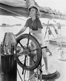 妇女指点小船画象(所有人被描述不更长生存,并且庄园不存在 供应商保单那里 库存照片