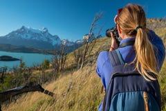 妇女摄影师 免版税库存图片