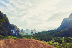 妇女旅客享受惊人的看法 库存照片
