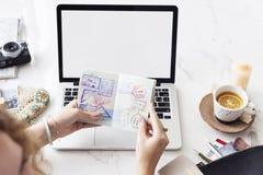 妇女旅客计划旅行旅途概念 免版税库存图片
