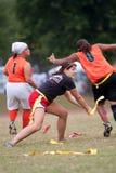 妇女旗标橄榄球球员实践技术 库存照片