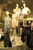 妇女时尚商店购物中心 库存图片