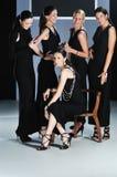 妇女时装表演 免版税库存照片