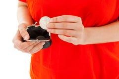 妇女有一枚硬币在手 免版税图库摄影
