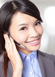 妇女有耳机的客户支持运算符 免版税库存图片