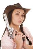 妇女格子花呢披肩桃红色衬衣枪举行关闭 免版税库存照片