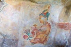 妇女档案在洞墙壁,锡吉里耶,斯里兰卡上的 免版税库存图片