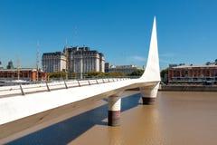 妇女桥梁马德罗港,布宜诺斯艾利斯Argentinien 免版税库存照片