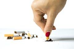 妇女毁坏的香烟在手中 免版税图库摄影