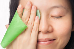 妇女油腻的皮肤 免版税库存图片
