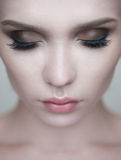 妇女注视与美好的构成和长的睫毛 免版税图库摄影