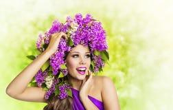 妇女淡紫色花,时尚女孩秀丽面孔构成画象 库存图片