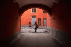 妇女游人在欧洲城市 库存图片