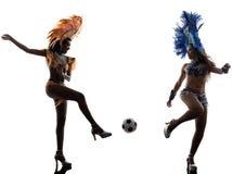 妇女演奏足球剪影的桑巴舞蹈家 库存图片