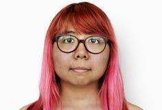 妇女照片射击赤裸上身在演播室白色背景中 免版税库存图片