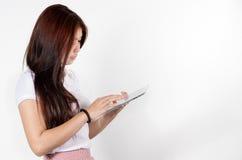 妇女片剂 免版税库存照片