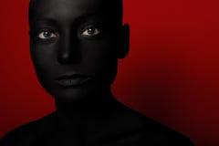 妇女特写镜头画象黑油漆的 图库摄影