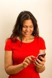 妇女用咖啡和电话 库存照片